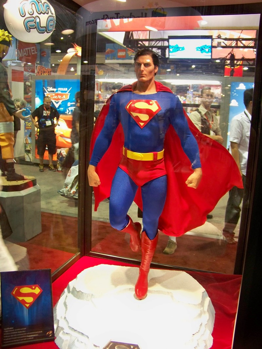 "Foto: ""Christopher Reeve Superman statue at the"" por Castles, Capes & Clones (CC BY-ND 2.0)"